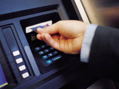 В Азербайджане арестована преступная группа из 10 человек, снимавшая деньги с банковских карточек