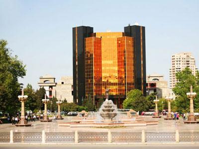 Азербайджанские банки увеличили лимиты на продажу долларов