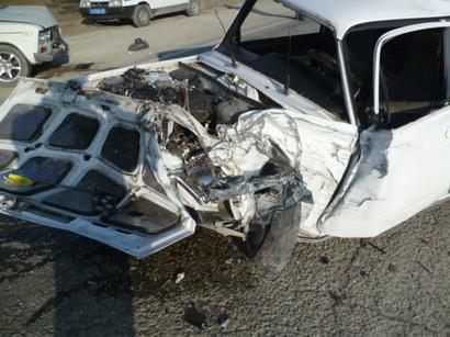В Баку крупнотоннажный грузовик смял более 10 автомобилей, есть раненые [Видео]